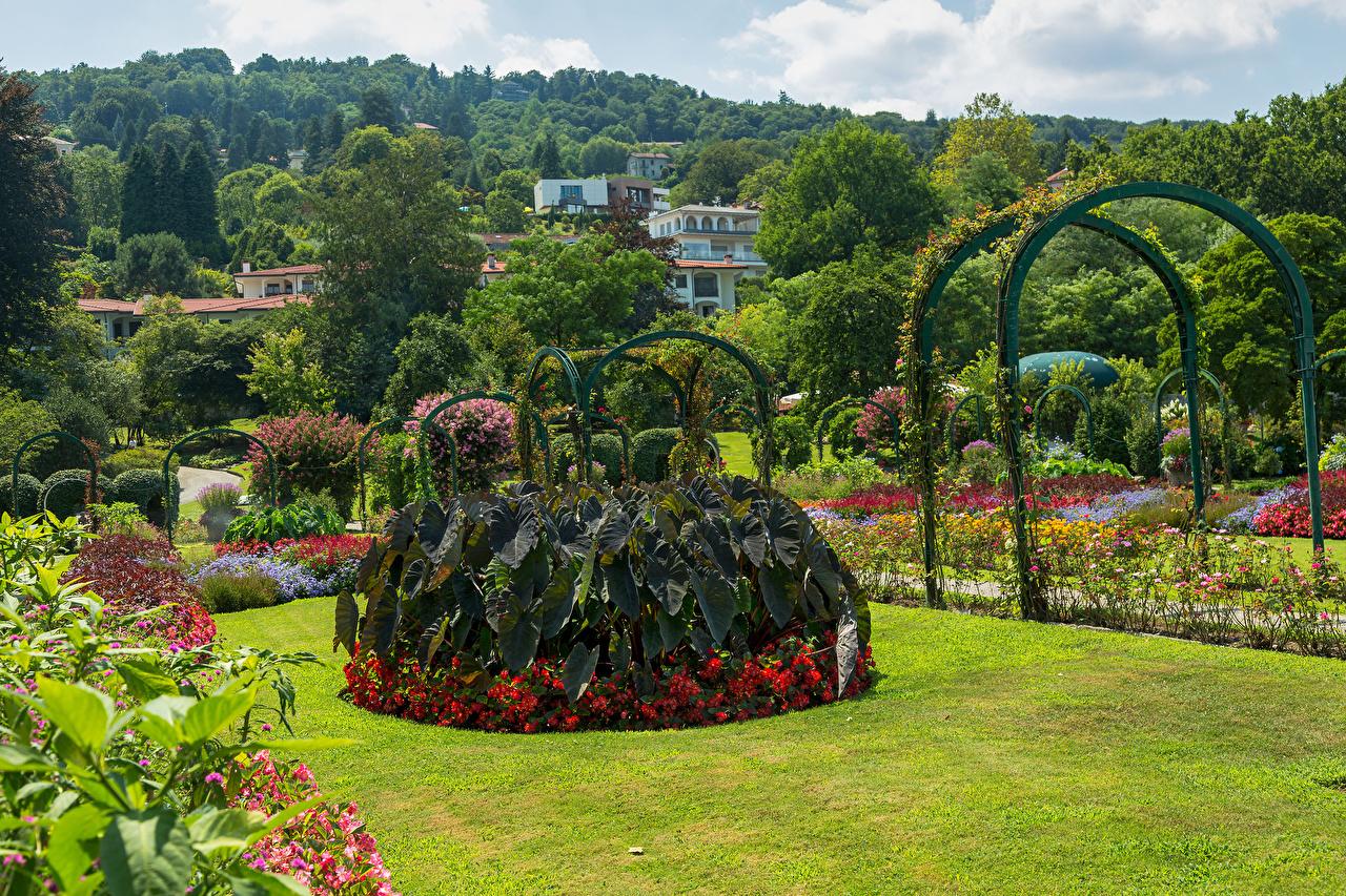 Photos Italy Villa Pallavicino Stresa Nature Gardens Lawn Bush Design Shrubs
