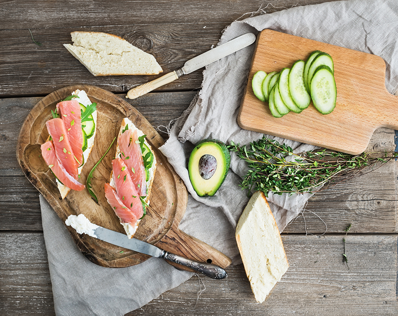 Photos Knife Cucumbers Bread Avocado Butterbrot Fish - Food Food Cutting board boards Wood planks