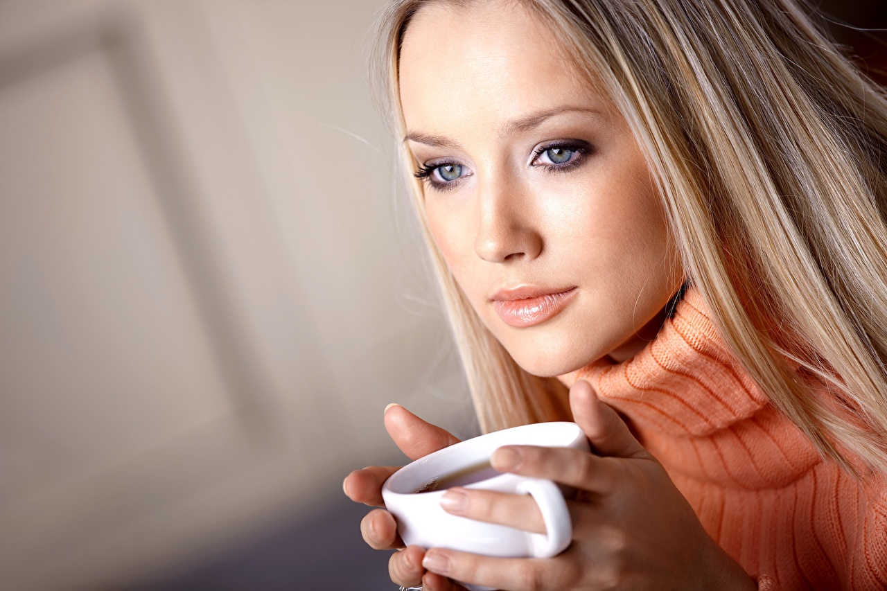 Photo Blonde girl Tea Face young woman Sweater Mug Hands Staring Girls female Glance