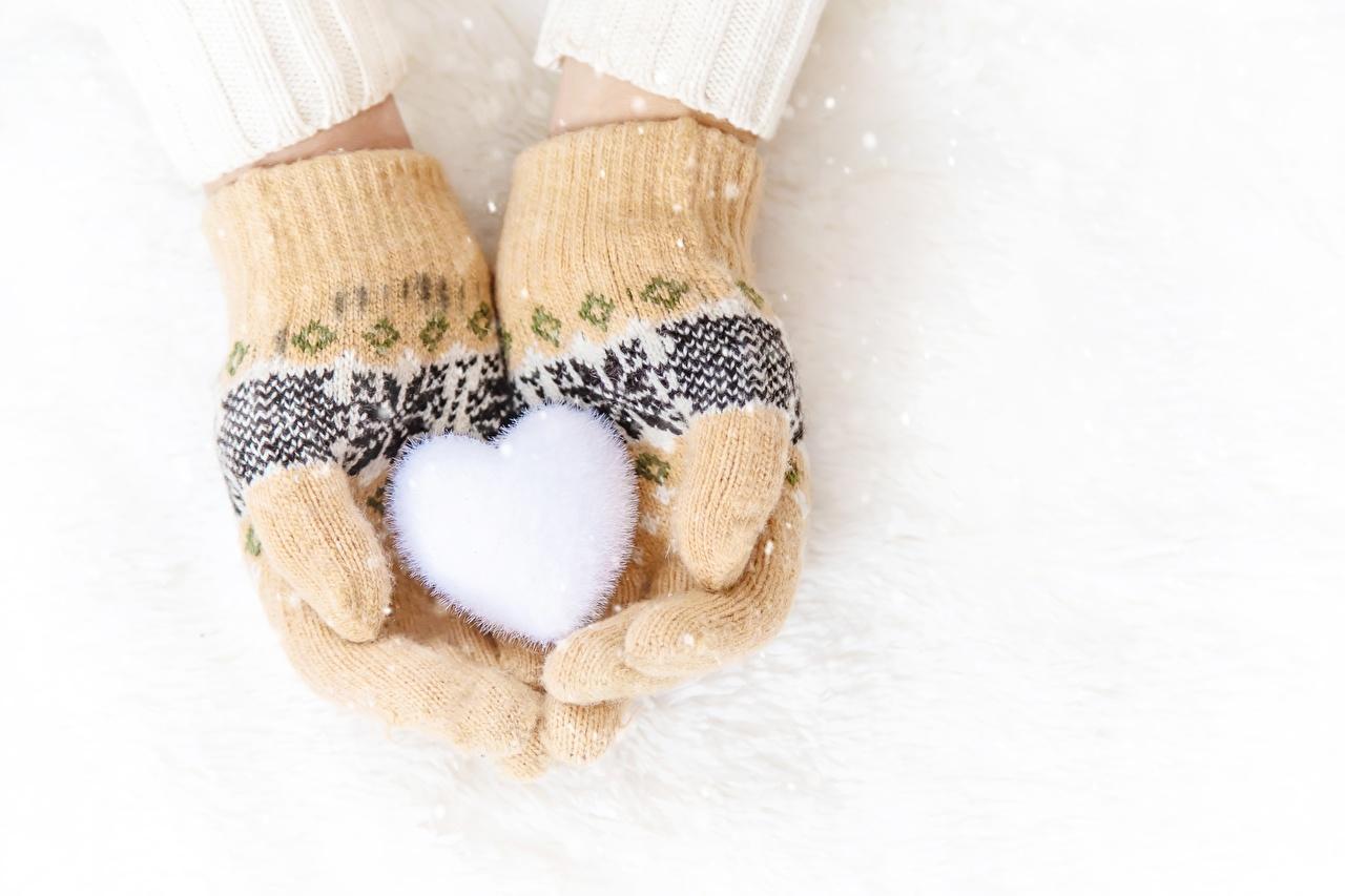 Fotos Valentinstag Herz Handschuh Winter