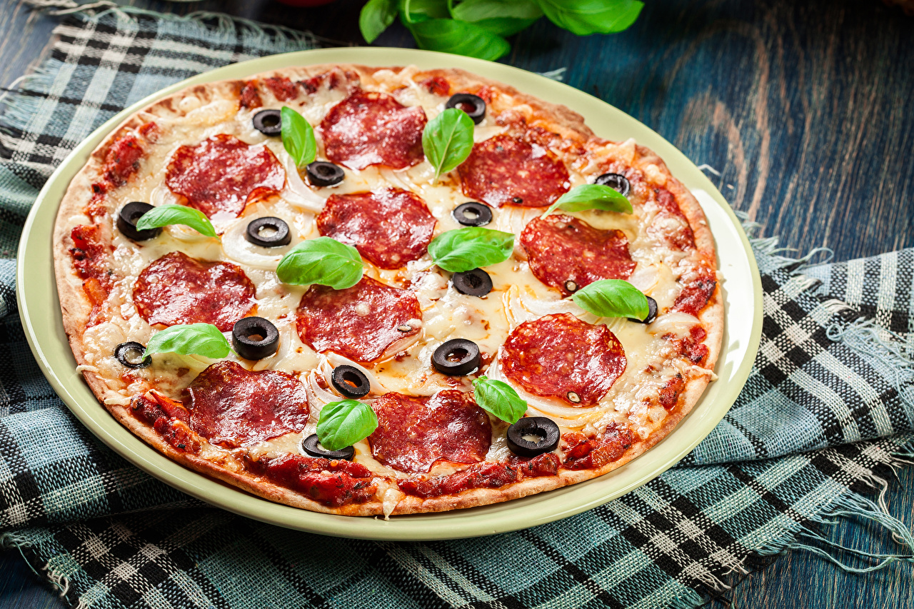 Bilder von Lebensmittel Wurst Pizza Fast food Königskraut Basilikum Basilienkraut