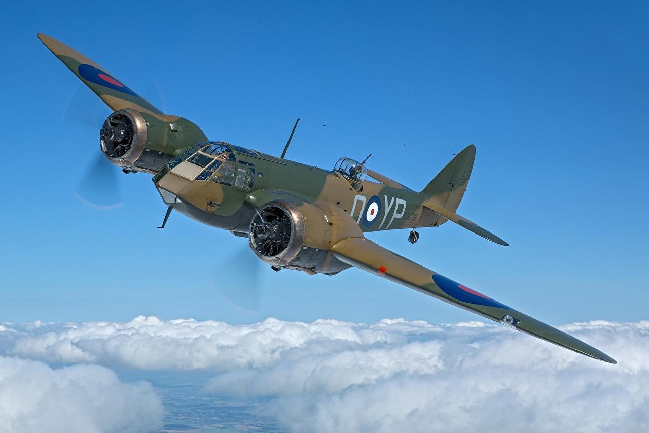 Bilder von Bomber Flugzeuge Britisch Bristol Blenheim Mk.I Flug Wolke Luftfahrt britische britischer britisches