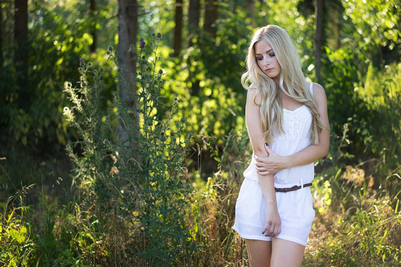 Bilder von Blond Mädchen Julia Pose junge Frauen Hand Blondine posiert Mädchens junge frau
