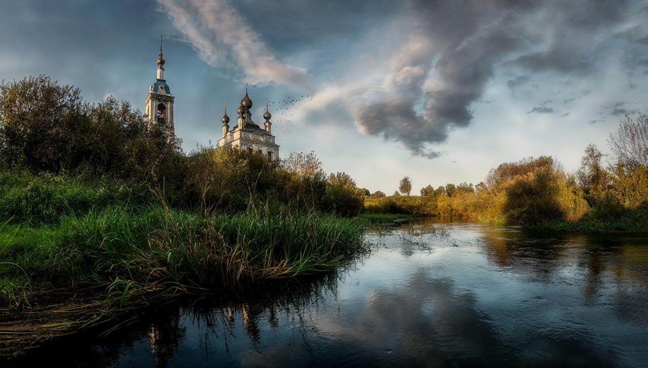 Desktop Wallpapers Russia Savinskoe, Yaroslavl region, Church The Nativity The Blessed Virgin Nature Grass Temples temple