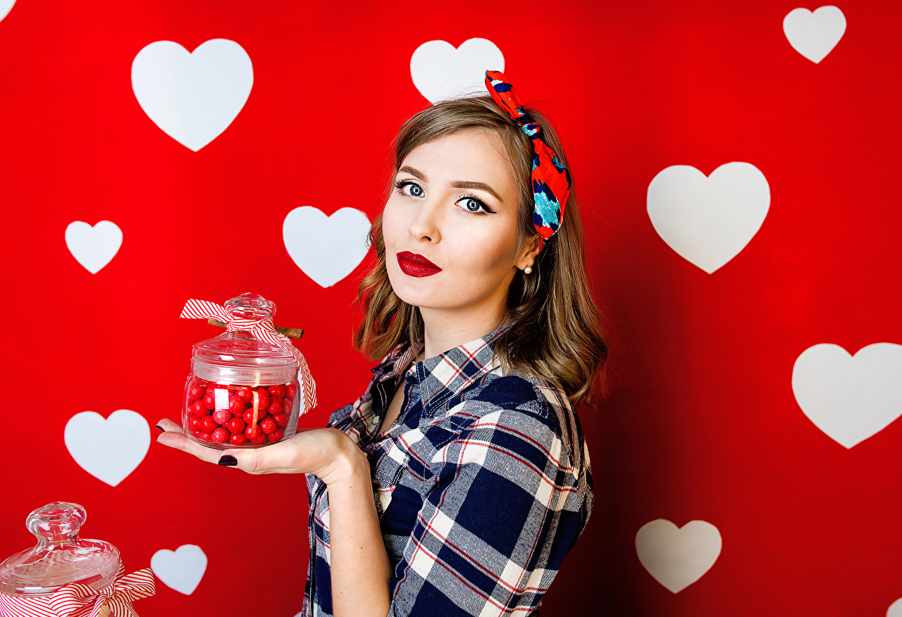 Image Brown haired Heart Girls Jar Glance Staring