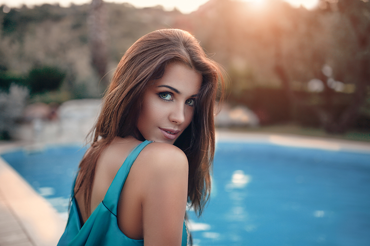 Desktop Wallpapers Brown Haired Swimming Bath Hair Female Staring