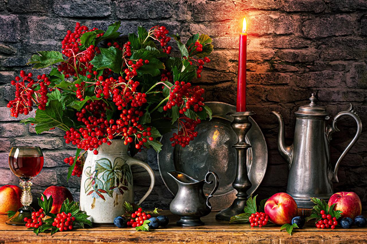 Bilder von guelder rose Äpfel Vase Beere Kerzen Weinglas Lebensmittel Stillleben das Essen