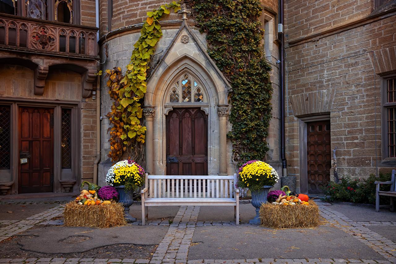 Bilder Deutschland Hohenzollern castle Burg Tür Bank (Möbel) Städte Design türen