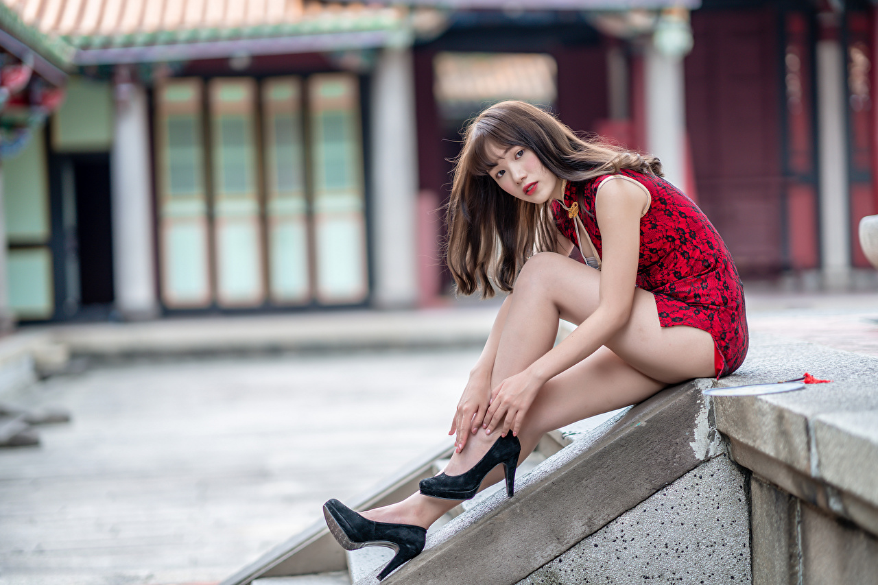 Asiático Sentados Pernas Calçados Vestido Ver Bokeh jovem mulher, mulheres jovens, moça, asiática, Salto-alto, sentada, Fundo desfocado Meninas