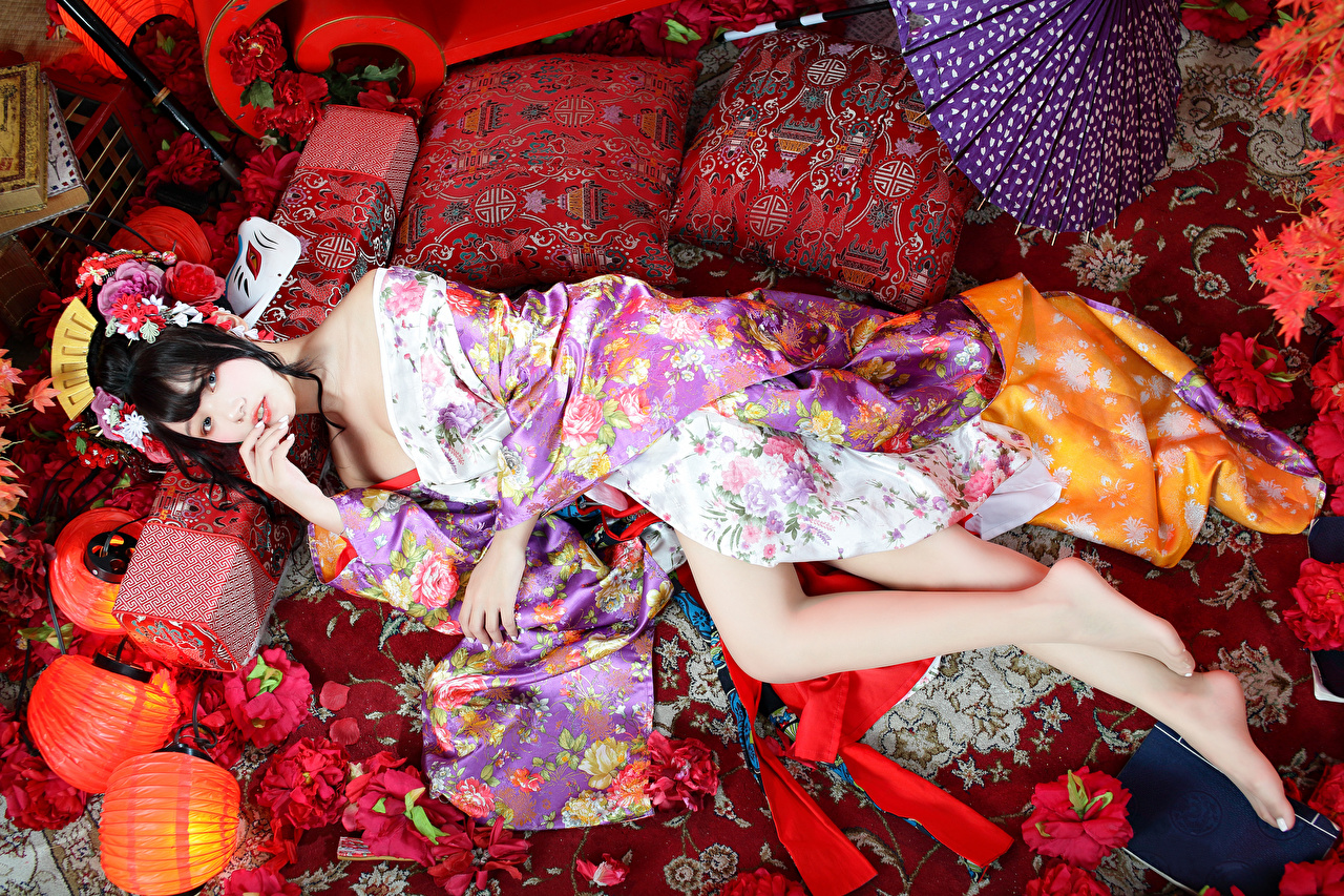 Pictures Brunette girl Lying down Kimono Girls Legs Asiatic Glance Pillows laying esting female young woman Asian Staring