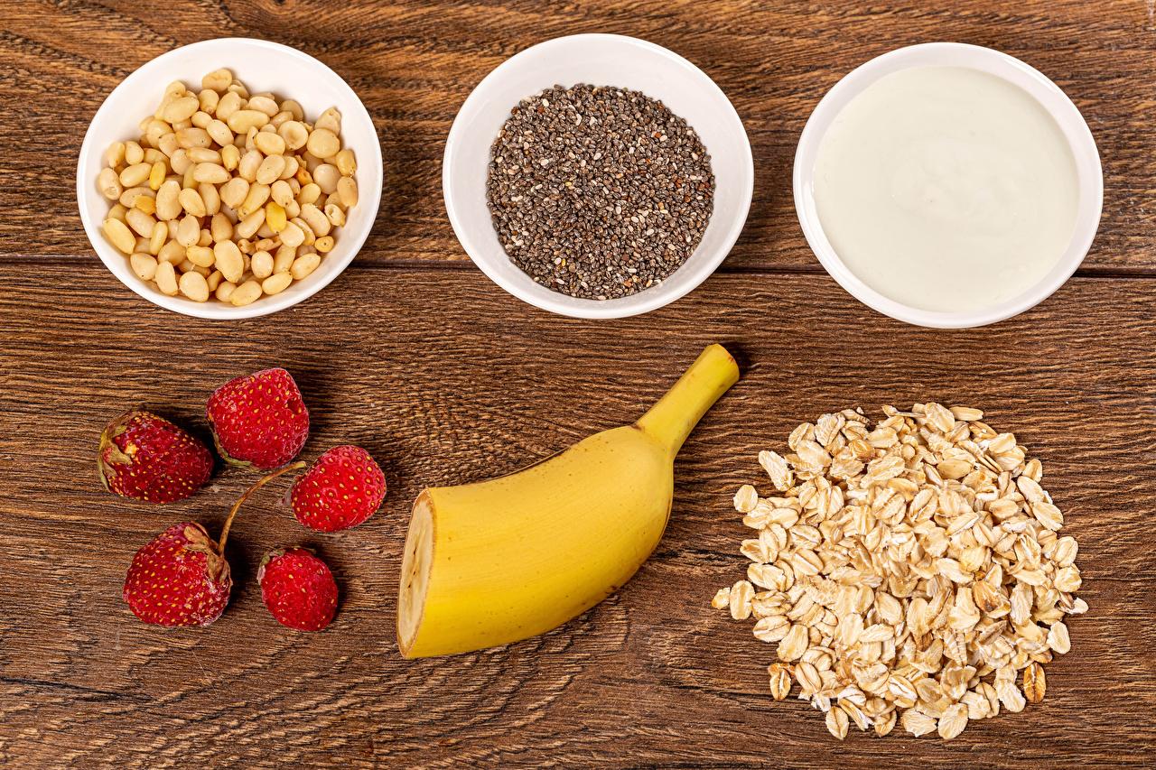 Pictures Healthy eating Cream Oatmeal Bowl Grain Bananas Raspberry Food Muesli Nuts boards Wood planks