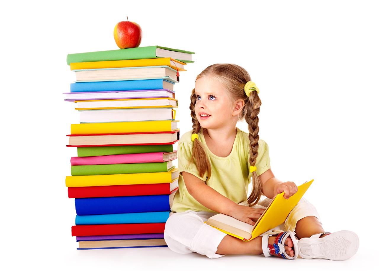 Fotos Kleine Mädchen Schule Kinder Äpfel sitzen Bücher Weißer hintergrund Buch sitzt Sitzend