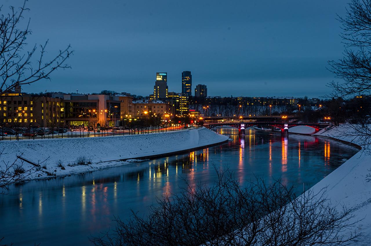 Bilder Vilnius Litauen Kanal Winter Brücken Schnee Nacht Flusse Städte Gebäude Brücke Fluss Haus