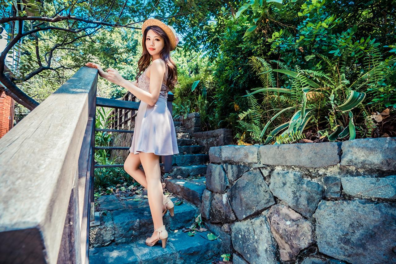 zdjęcie Kapelusz dziewczyna Azjaci Spojrzenie Sukienka Dziewczyny młoda kobieta młode kobiety azjatycka wzrok