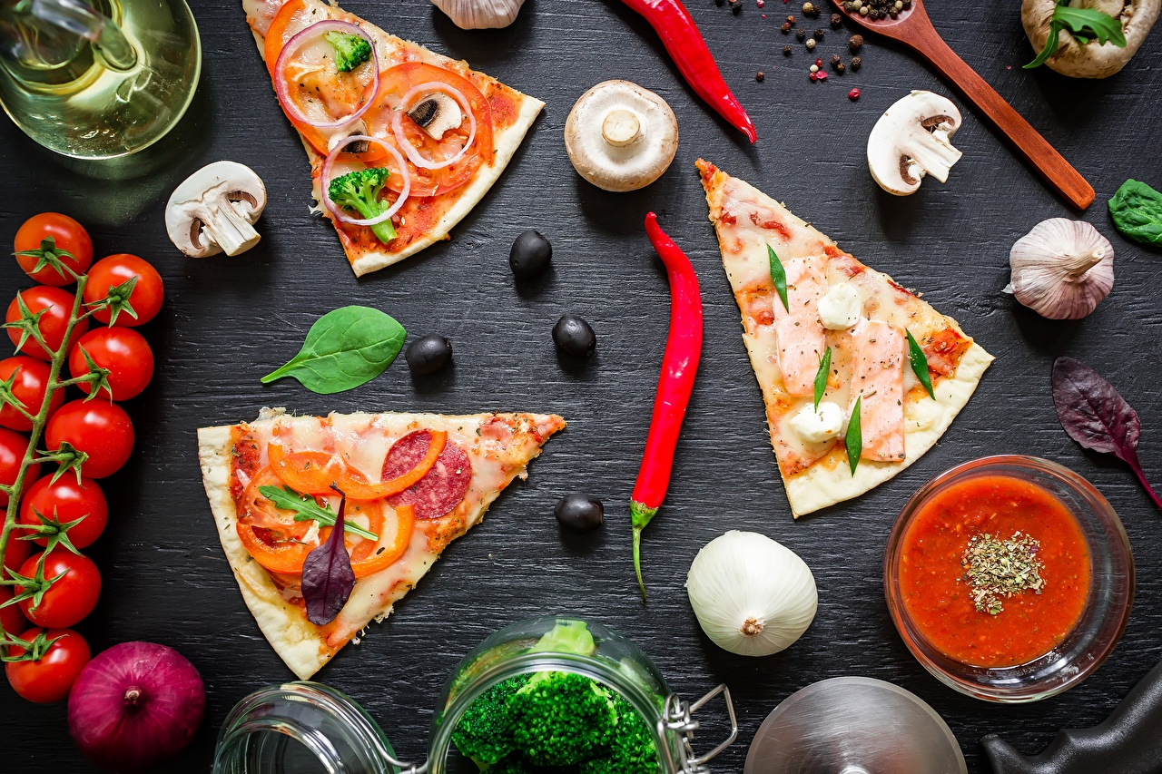 Fotos Pizza Oliven Tomaten Chili Pfeffer Pilze stücke Lebensmittel Tomate Stück das Essen