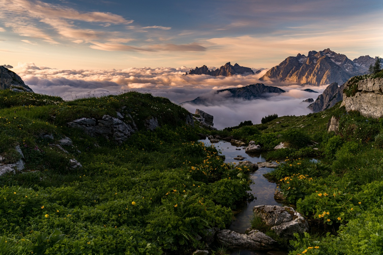 壁紙 山 イタリア 風景写真 Dolomites アルプス山脈 雲 自然