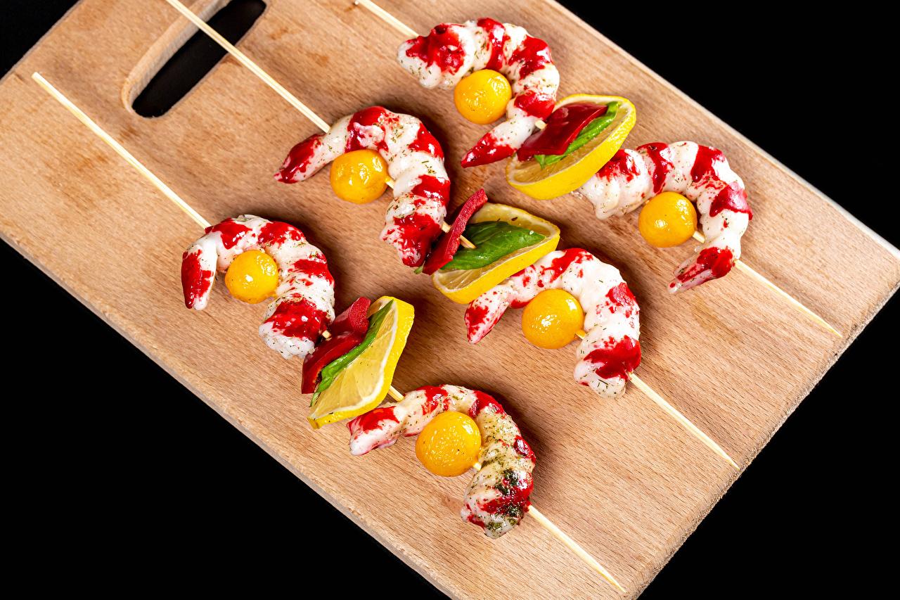 Image Tomatoes Shrimp Lemons Food Cutting board Black background Caridea