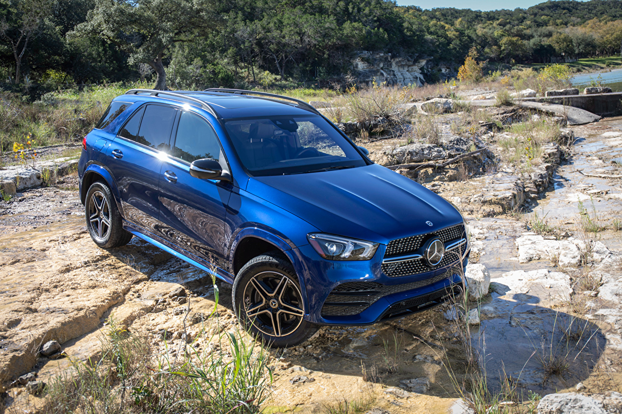 Mercedes-Benz_2019_GLE_350_4MATIC_AMG_Line_Blue_559281_1280x853.jpg