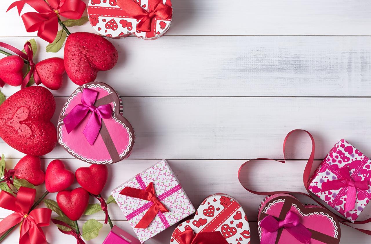 Bilder von Valentinstag Herz Schachtel Geschenke Vorlage Grußkarte Bretter