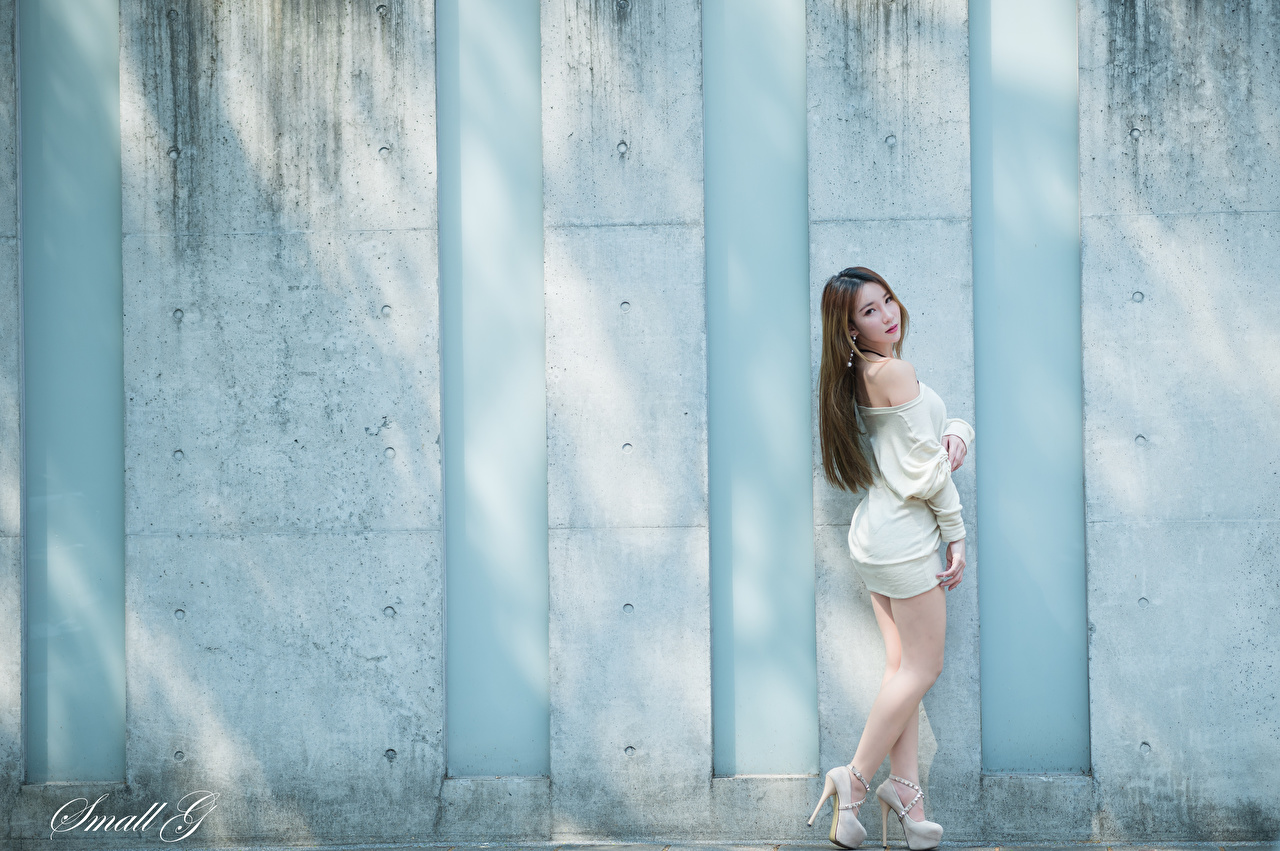Desktop Wallpapers Brown haired Pose young woman Legs Asiatic Wall Dress Stilettos posing Girls female Asian walls gown frock high heels