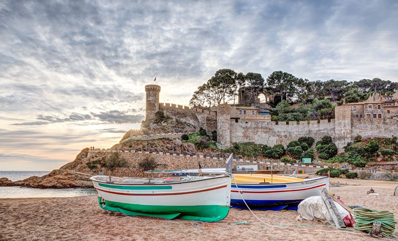 Picture Spain Fortification Tossa de Mar, Girona, Catalonia beaches Sunrises and sunsets Boats Cities Fortress Beach sunrise and sunset