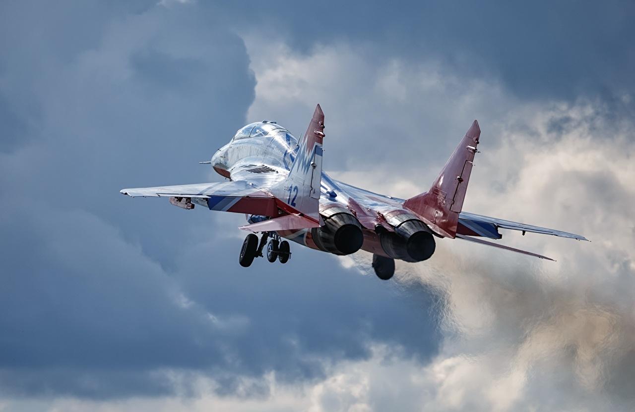Foto Jagdflugzeug Mikojan-Gurewitsch MiG-29 Flugzeuge starten russisches Flug Luftfahrt abheben Start Luftfahrt Russische russischer