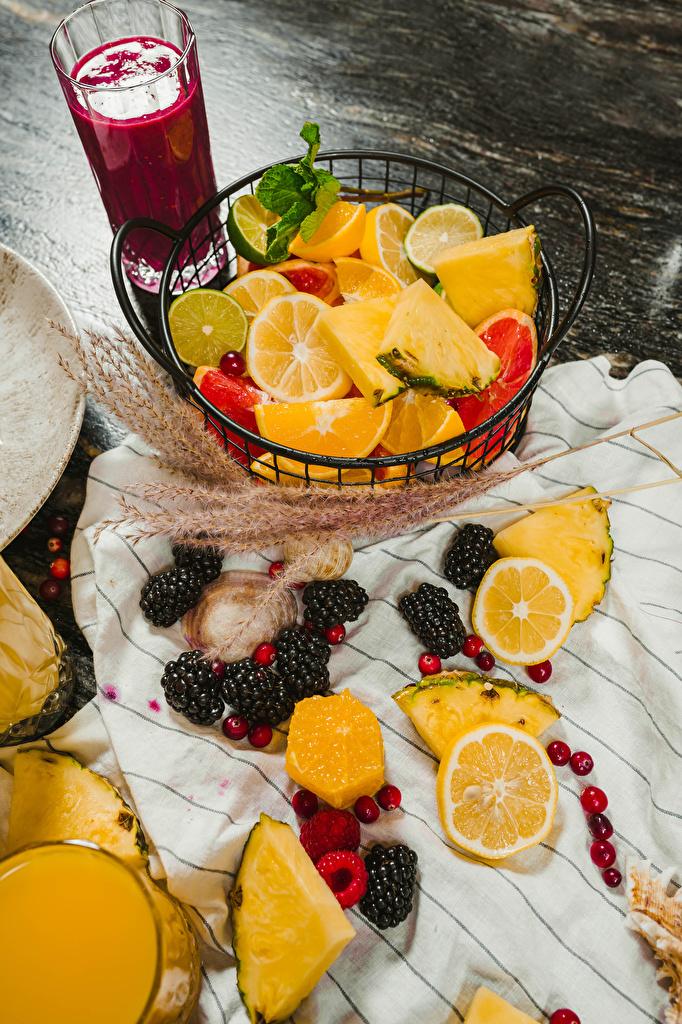 Foto Saft Limette Orange Frucht Ananas Trinkglas Brombeeren Obst Beere das Essen  für Handy Apfelsine Fruchtsaft Lebensmittel