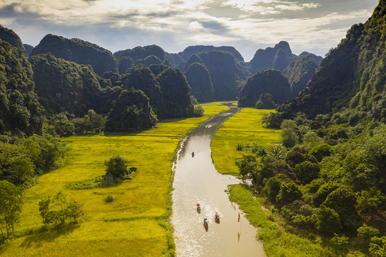 Pictures Vietnam NGO-Dong River, province Ninh Binh Nature mountain Fields Boats river Mountains Rivers