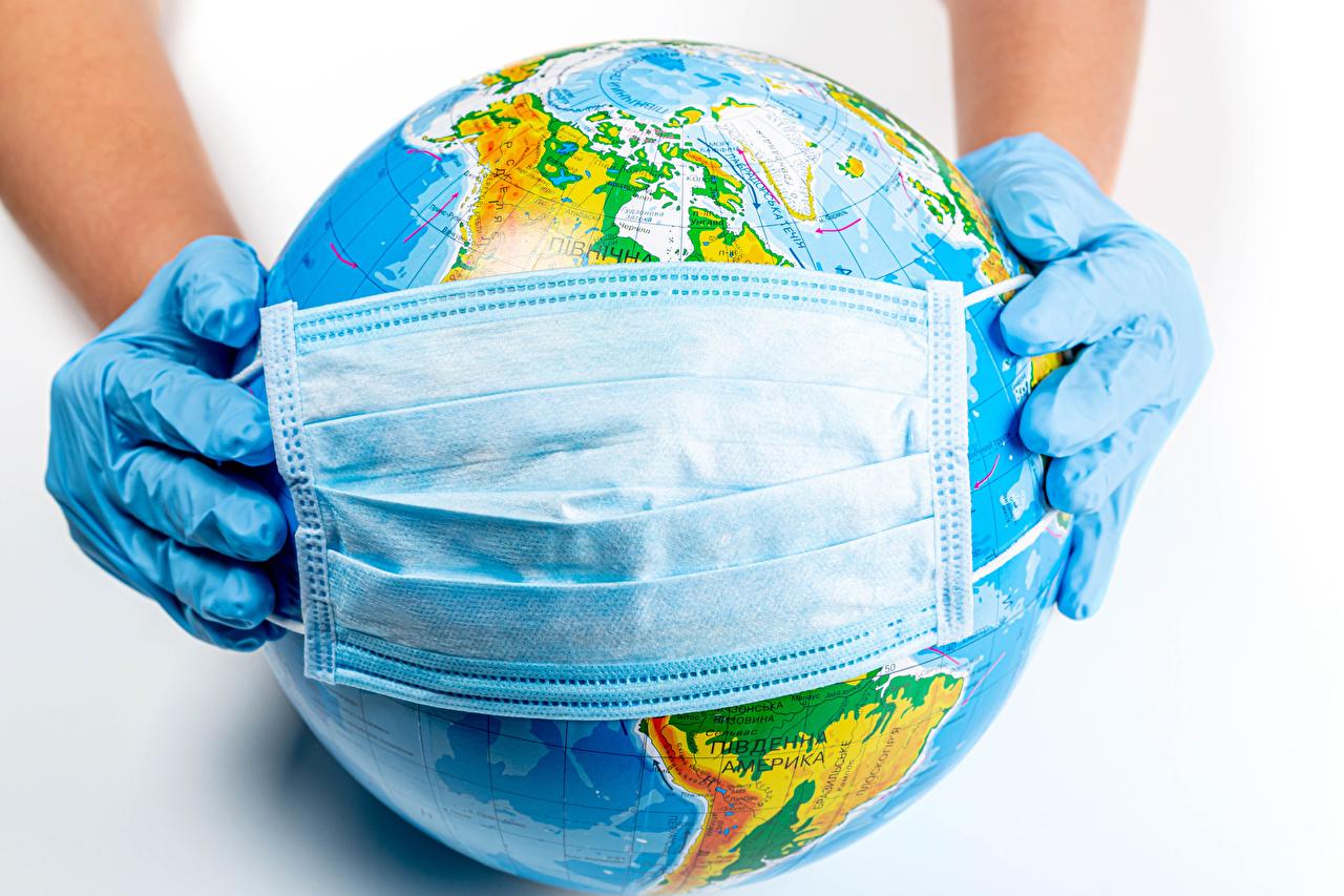 Фото Коронавирус глобусом Перчатки Руки Маски белым фоном Глобус глобусы перчатках рука Белый фон белом фоне