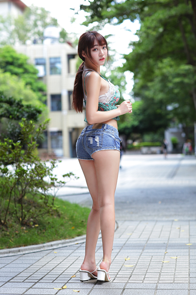 Images Pose Girls Legs Asian Singlet Shorts Staring  for Mobile phone posing female young woman Asiatic Sleeveless shirt Glance