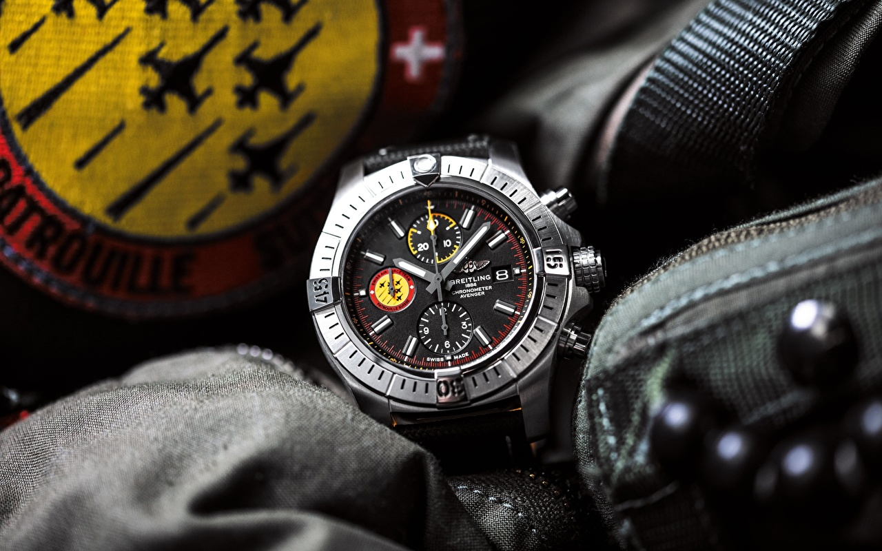 Photos Breitling Avenger Swiss Air Force Team Watch Clock