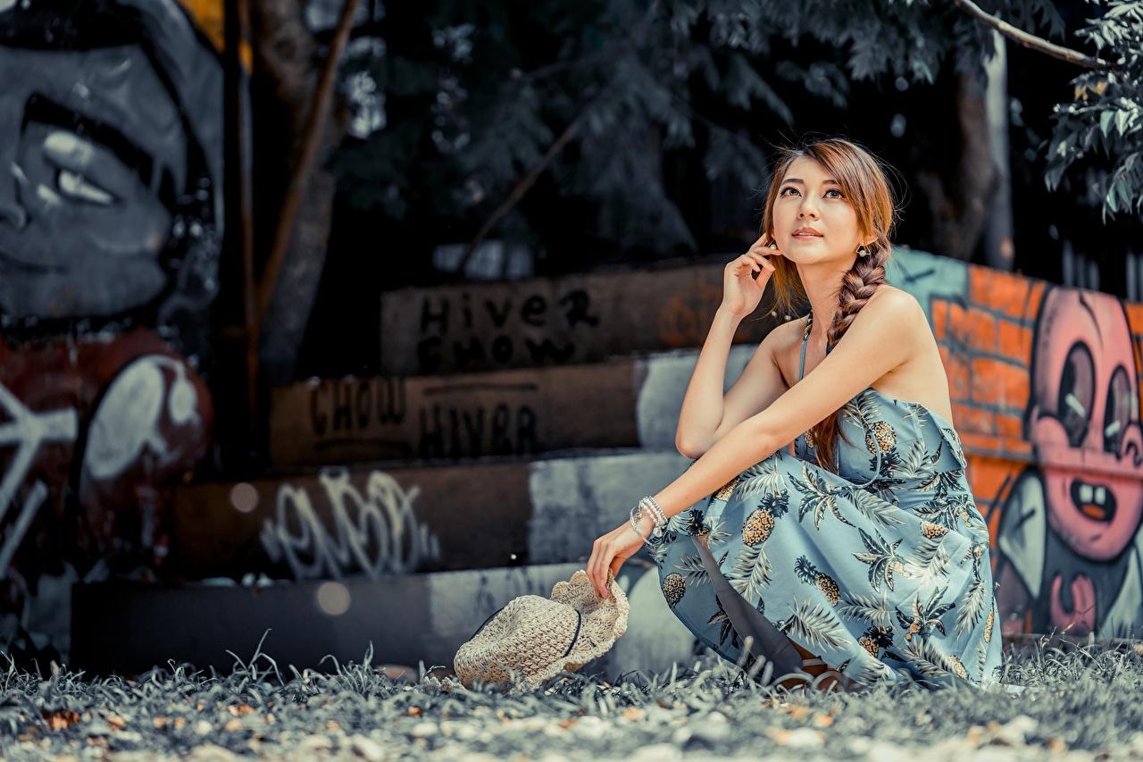 Asiático Bokeh Castanhos Vestido Sentados Mão Chapéu jovem mulher, mulheres jovens, moça, asiática, Cabelo castanho, sentada, Fundo desfocado Meninas