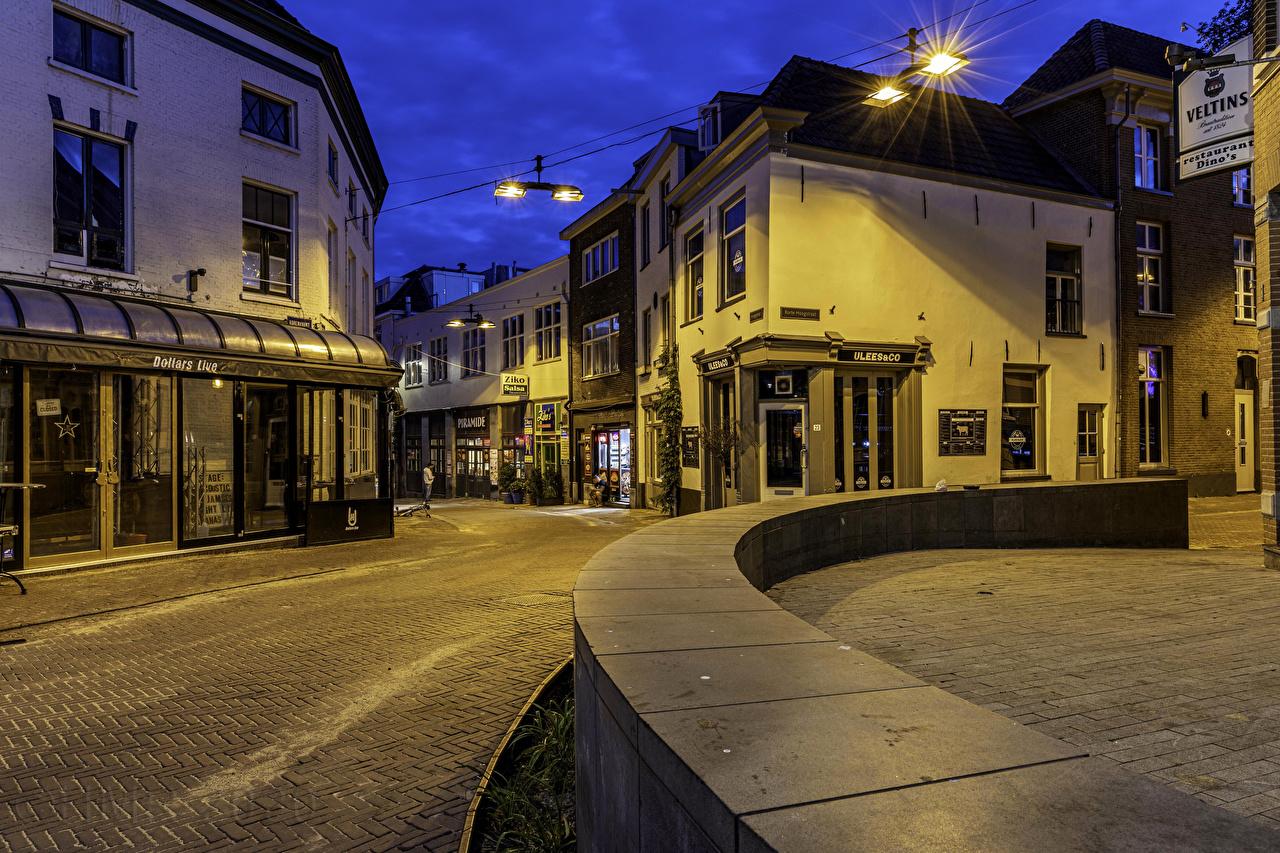 Bilder Niederlande Arnhem Stadtstraße Nacht Straßenlaterne Städte Gebäude Straße Haus