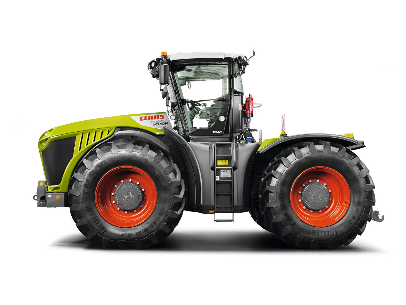 Photo tractors Claas Xerion 5000 Trac, 2014 Side White background Tractor