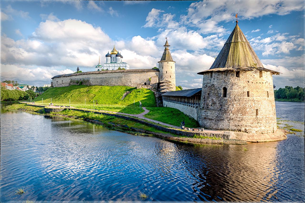 Achtergrond kerk Fort Rusland Een toren Pskov Krom, Pskov, Pskov region rivier een stad Kerkgebouw Rivieren Steden
