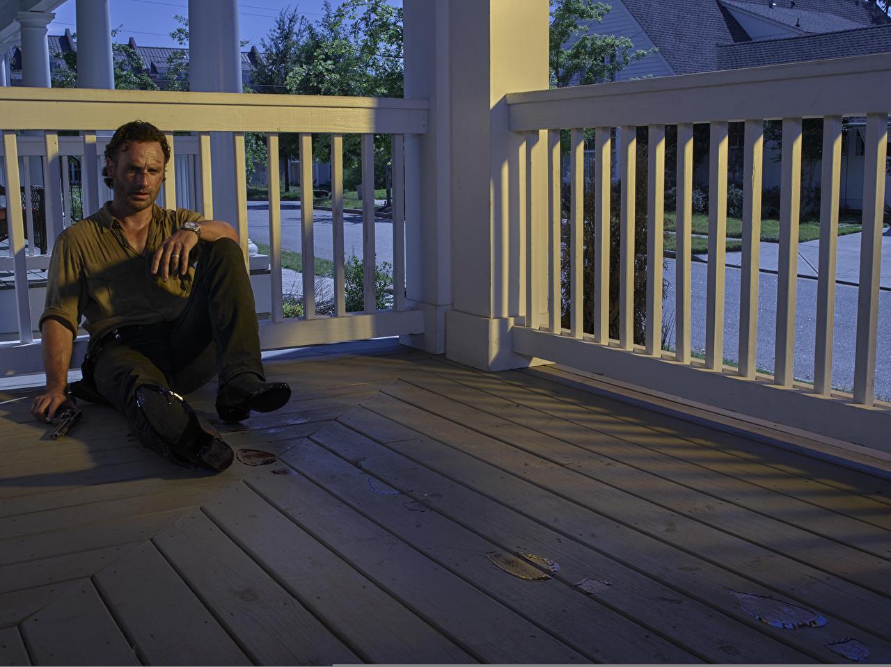 Wallpaper The Walking Dead TV Andrew Lincoln Men Rick Grimes Movies sit Celebrities Man film Sitting