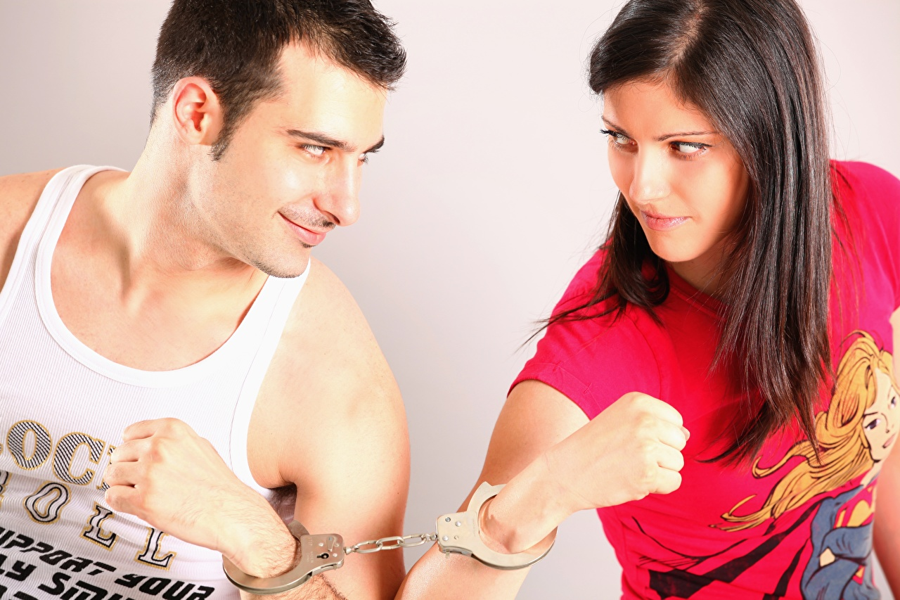 Desktop Wallpapers Brown haired Men Handcuffs Two Girls Singlet Hands Glance Man 2 female young woman Sleeveless shirt Staring