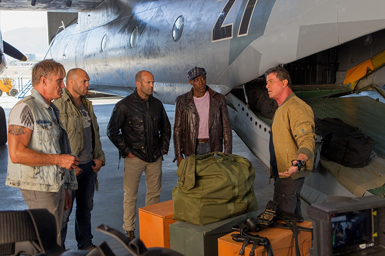 Image The Expendables 2010 Wesley Snipes Jason Statham Sylvester Stallone Men 3 Barney Ross Randy Couture Dolph Lundgren Gunner Jensen Toll Road Doc Lee Christmas Movies Celebrities Man film