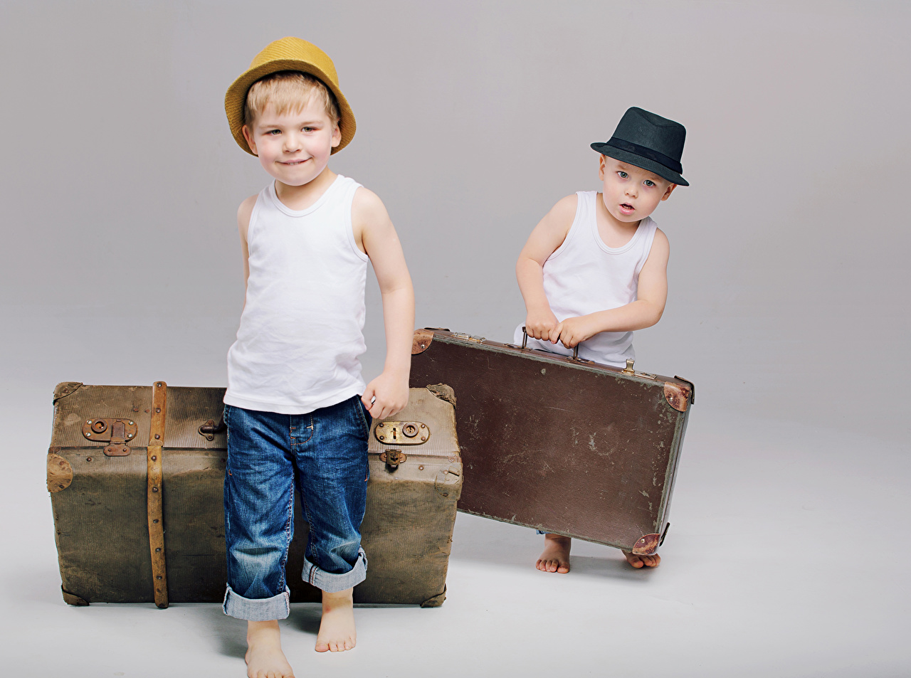 Photo Boys Children 2 Hat Jeans Suitcase Sleeveless shirt child Two Singlet
