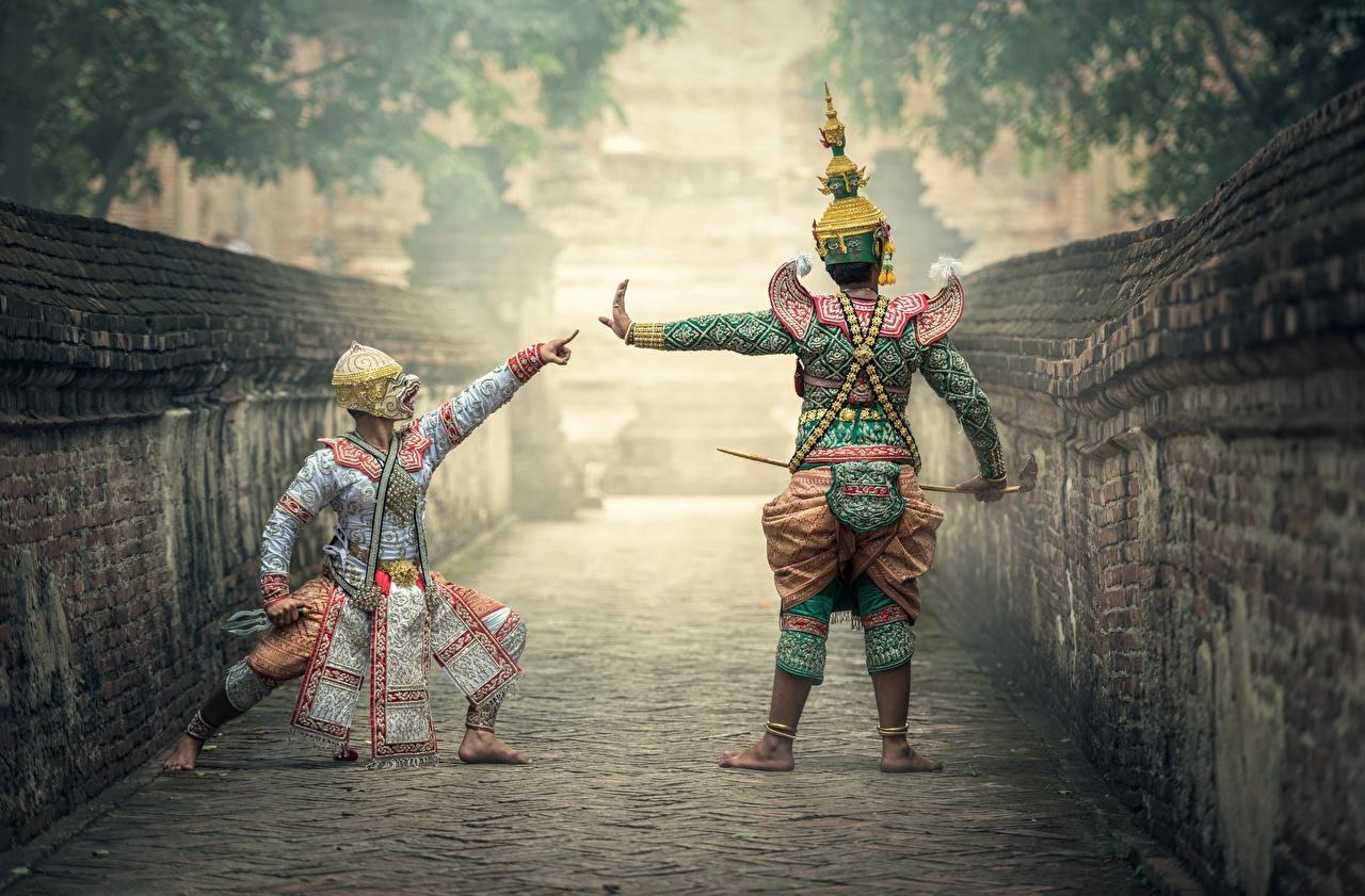 Fotos von Tanz Zwei Asiatische Maske Uniform Tanzen 2