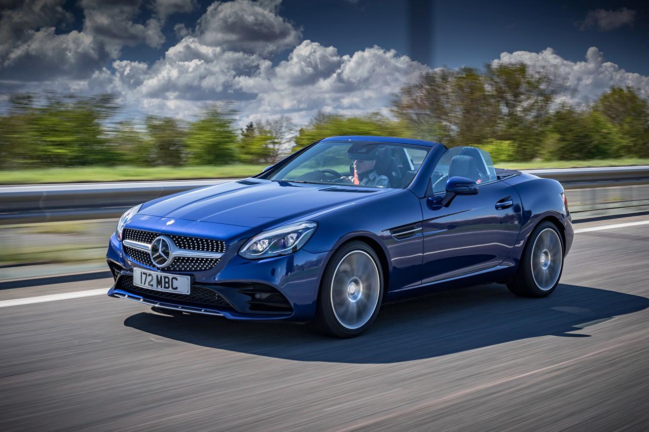 Bilder Mercedes-Benz 2016 SLC 300 AMG Line Cabrio Blau fahrendes Autos Metallisch Cabriolet fährt fahren Bewegung Geschwindigkeit auto automobil