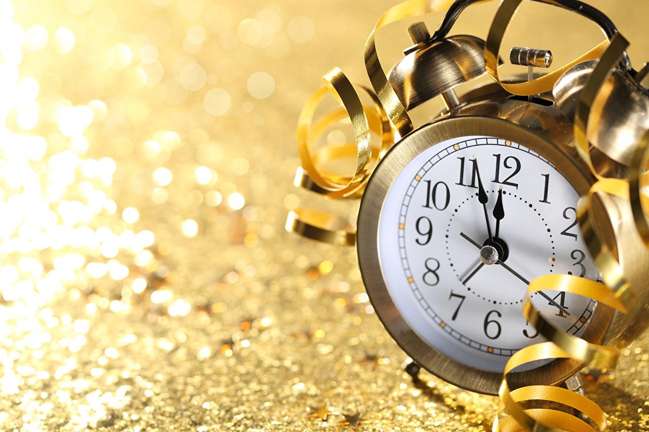 Bilder von Neujahr Uhr Wecker Zifferblatt Großansicht hautnah Nahaufnahme