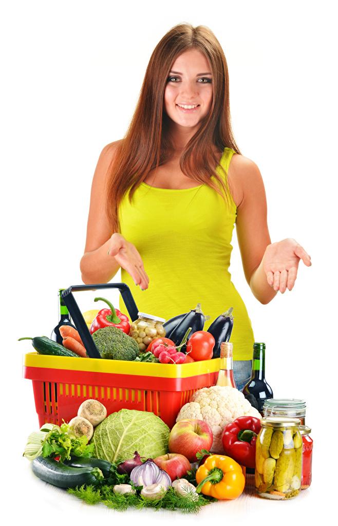 Fotos Braunhaarige Lächeln Mädchens Weckglas Hand Obst Gemüse Lebensmittel Weißer hintergrund Braune Haare Einweckglas