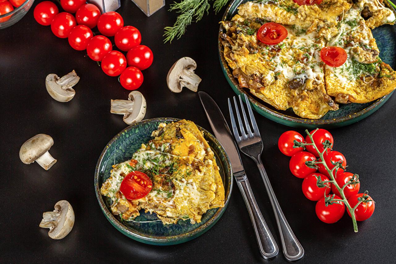 Bilder von Messer Spiegelei Tomaten Pilze Gabel Teller das Essen Grauer Hintergrund Tomate Essgabel Lebensmittel