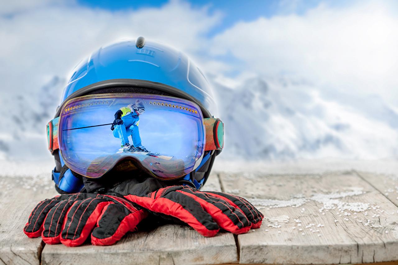 Fotos Helm Handschuh Sport Spiegelung Spiegelbild Brille Skisport Bretter