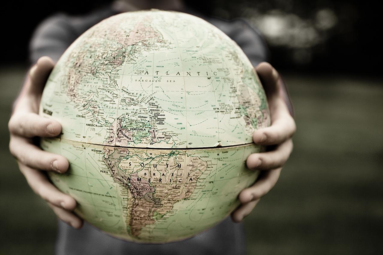 Фотография земли Глобус Руки География Земля глобусы глобусом рука