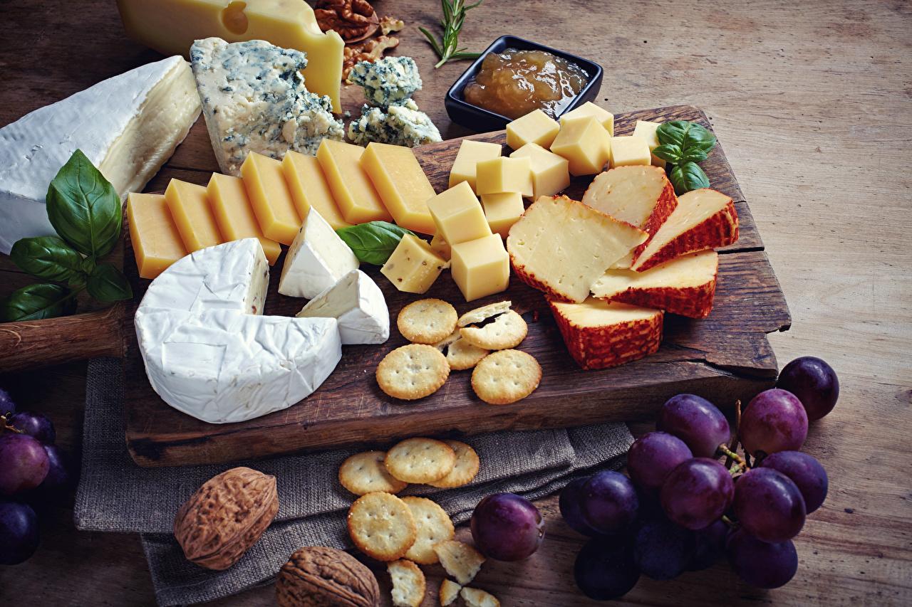 Foto Käse Weintraube Kekse Lebensmittel Schneidebrett Nussfrüchte Schalenobst