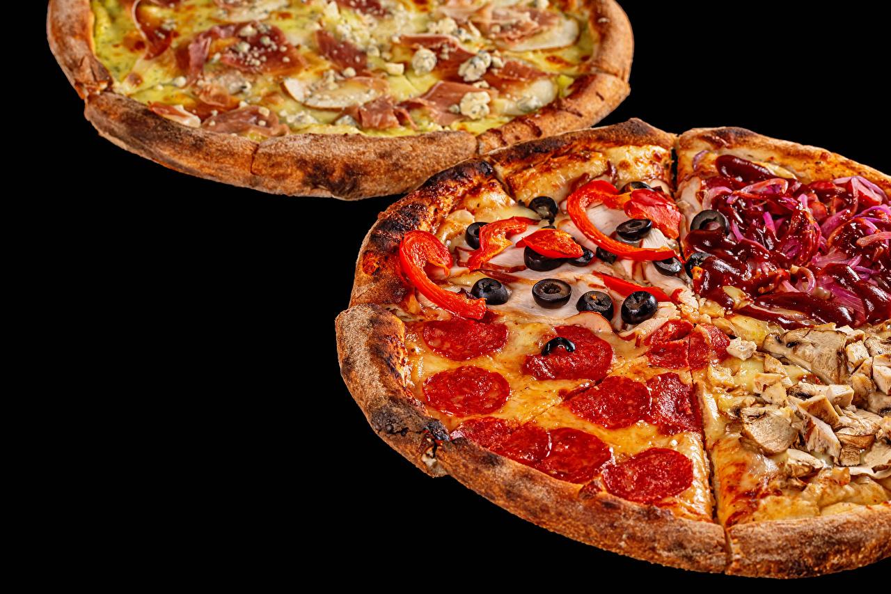 Bilder Pizza Wurst Oliven Fast food Lebensmittel Schwarzer Hintergrund das Essen