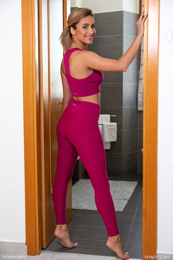 Bilder von Cara Mell Lächeln Pose Fitness junge frau  für Handy posiert Mädchens junge Frauen