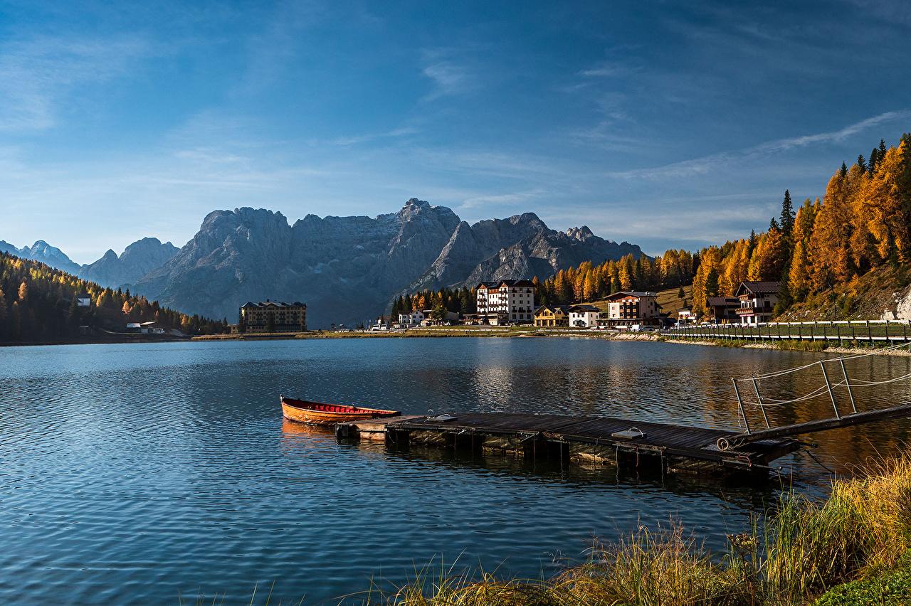Fotos von Italien Lake Misurina, Veneto Berg Natur Herbst See Boot Schiffsanleger Gebäude Gebirge Bootssteg Seebrücke Haus